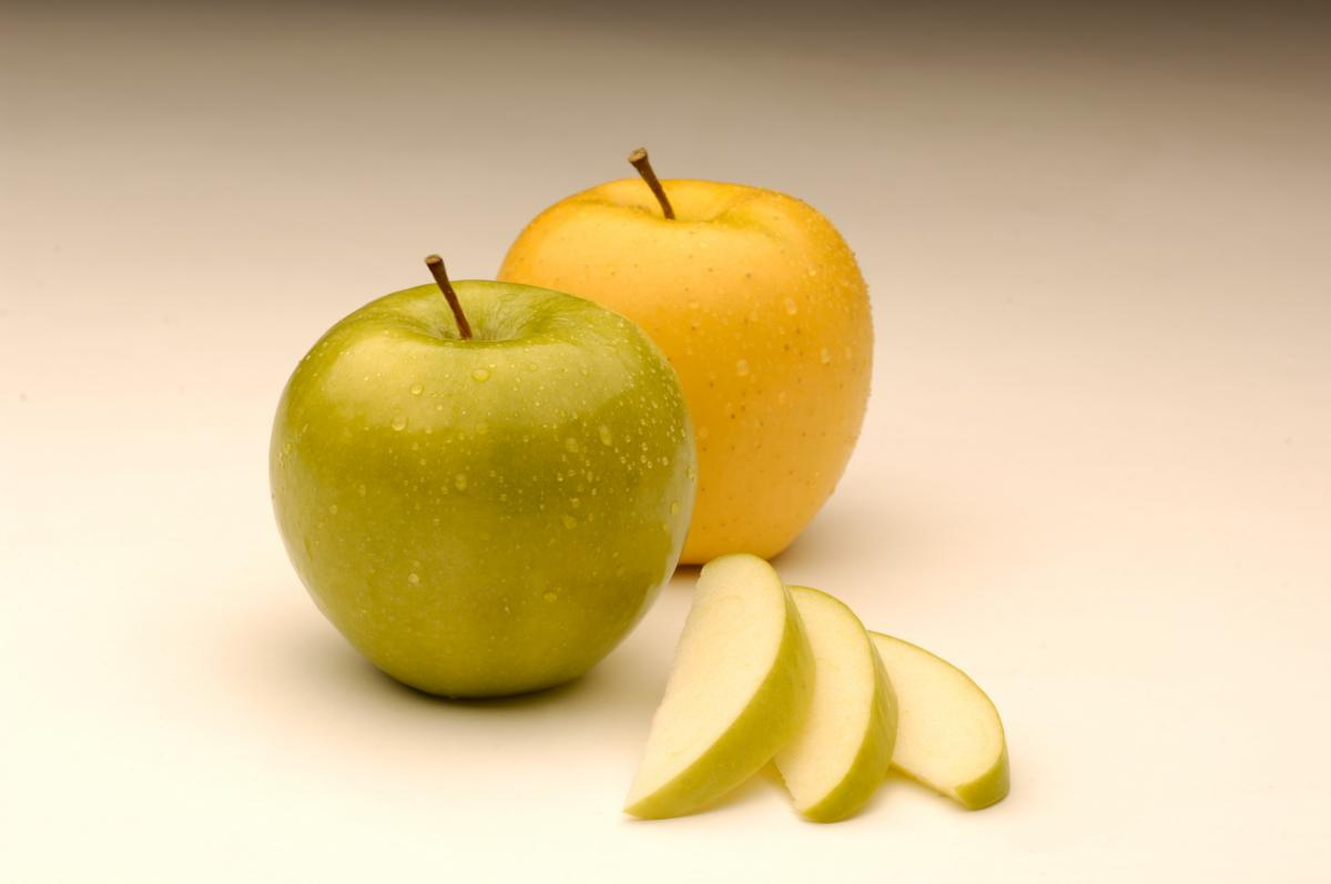 Nonbrowning GMO Apples: From Concept To Produce Shelves